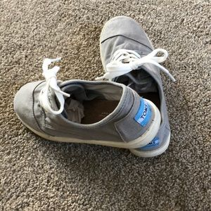 TOMS gray lace-ups, 3.5Youth